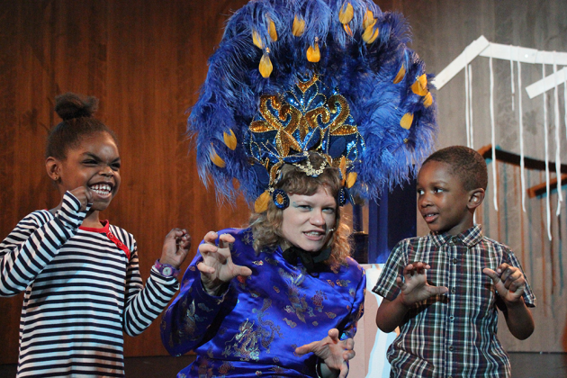 Willow Pattern story families performance at V&A 2013, https://www.vam.ac.uk/info/family-art-fun